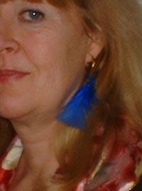 Helena fjäder i örat
